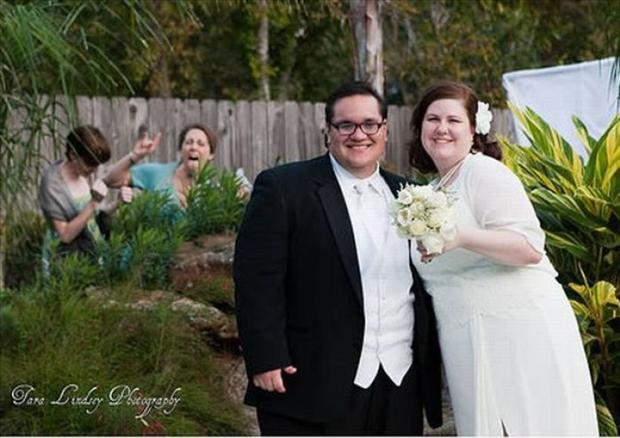 Svadbe ..dobre , smešne , katastrofalne.. - Page 5 Funny-Wedding-Photobombs-12