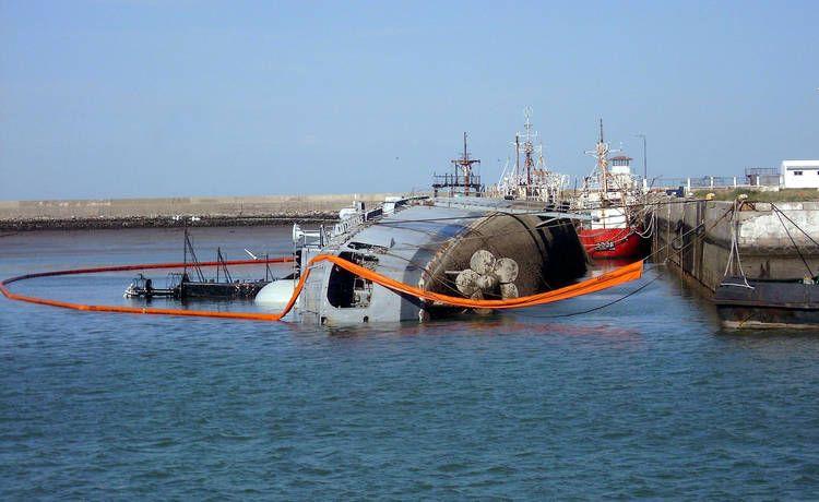 ARA Hercules 1/700 Trinidad-capsize