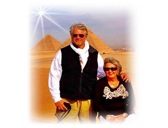 Джеймс Тиберонн - один из экспертов  в области Энергий Земли, Сакральных Мест  и Системы Планетарной Решётки Anne-JT-Egypt-2012-W