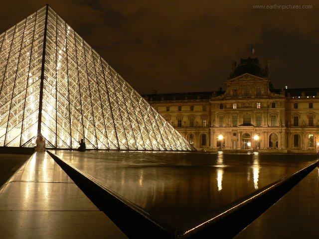 عاصمة الاحلام باريس ولاس فيغاس Louvre_at_night
