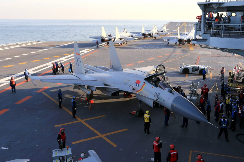 Armée Chinoise / People's Liberation Army (PLA) - Page 2 2016-12-27-Le-groupe-a%C3%A9ronaval-Liaoning-en-mer-de-Chine-m%C3%A9ridionale-07-1024x683