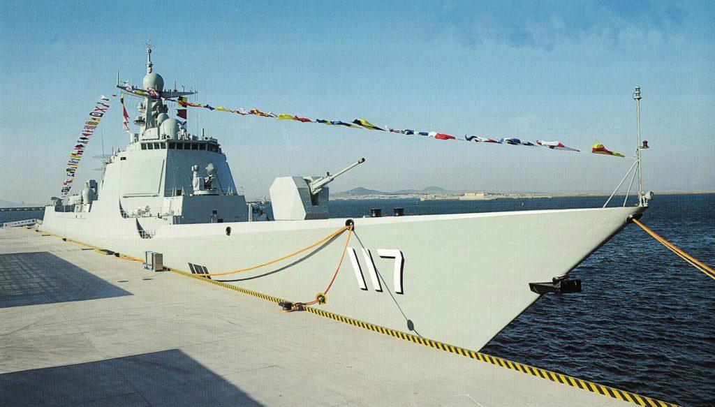Type 052D - Destroyer - Page 14 2017-04-17-Premier-exercice-de-tir-%C3%A0-balles-r%C3%A9elles-du-destroyer-117-Xining-03-1024x583
