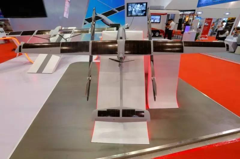 CH-T4: أكبر طائرة بدون طيار بالطاقة الشمسية في الصين 2017-06-03-CH-T4-Nouveaux-records-du-2e-plus-grand-drone-solaire-05