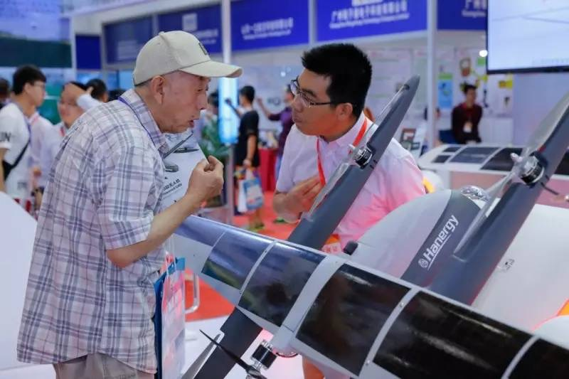 CH-T4: أكبر طائرة بدون طيار بالطاقة الشمسية في الصين 2017-06-03-CH-T4-Nouveaux-records-du-2e-plus-grand-drone-solaire-06