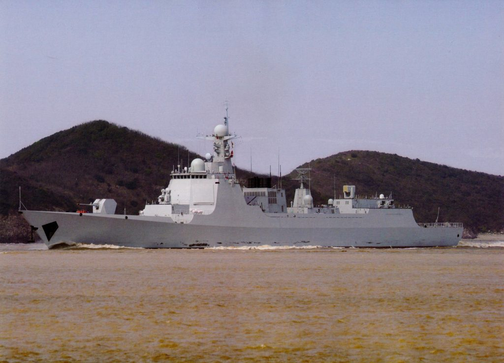 Type 052D - Destroyer - Page 14 2017-06-28-Mise-%C3%A0-leau-du-13%C3%A8me-destroyer-Type-052D-03-1024x737