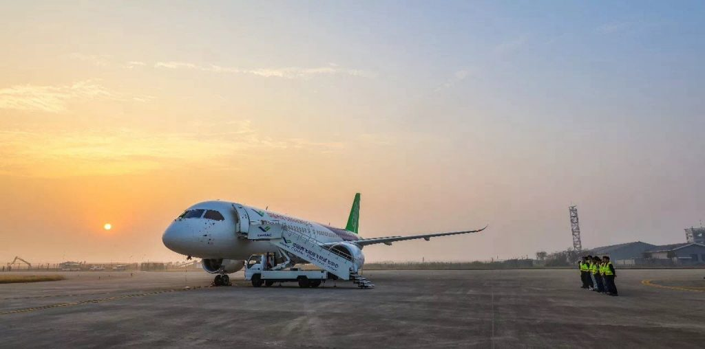 [Aviation] C919, Premier avion de ligne single-aisle chinois - Page 2 2017-11-04-C919-Troisi%C3%A8me-vol-dessai-et-le-deuxi%C3%A8me-prototype-07-1024x508
