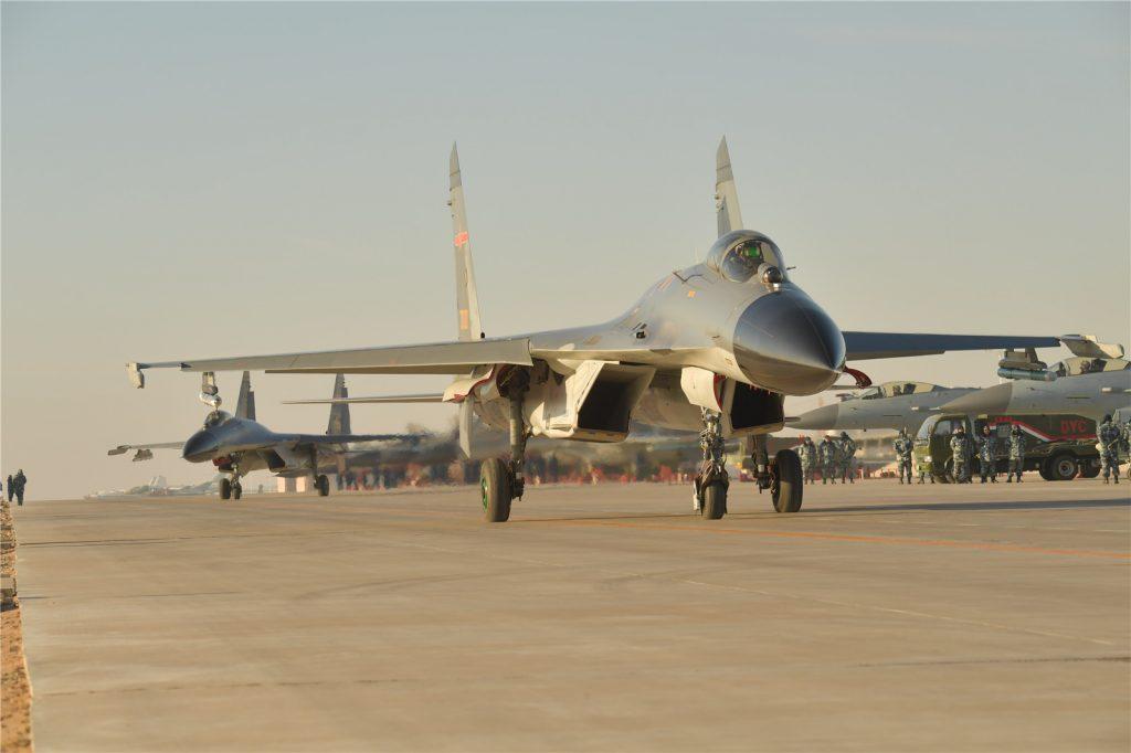 [Information] Photos & Vidéos de PLA Air Force - Page 14 2017-11-20-Mort-dun-pilote-dans-le-crash-de-son-J-11B-%C3%A0-Xinjiang-01-1024x682