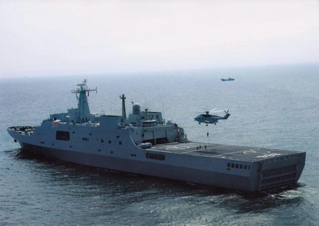 [Information] Conflits dans la Mer de Chine Méridionale - Page 17 2017-11-30-Si-la-FREMM-a-fait-r%C3%A9agir-la-marine-chinoise-aux-Paracels-05-1024x724