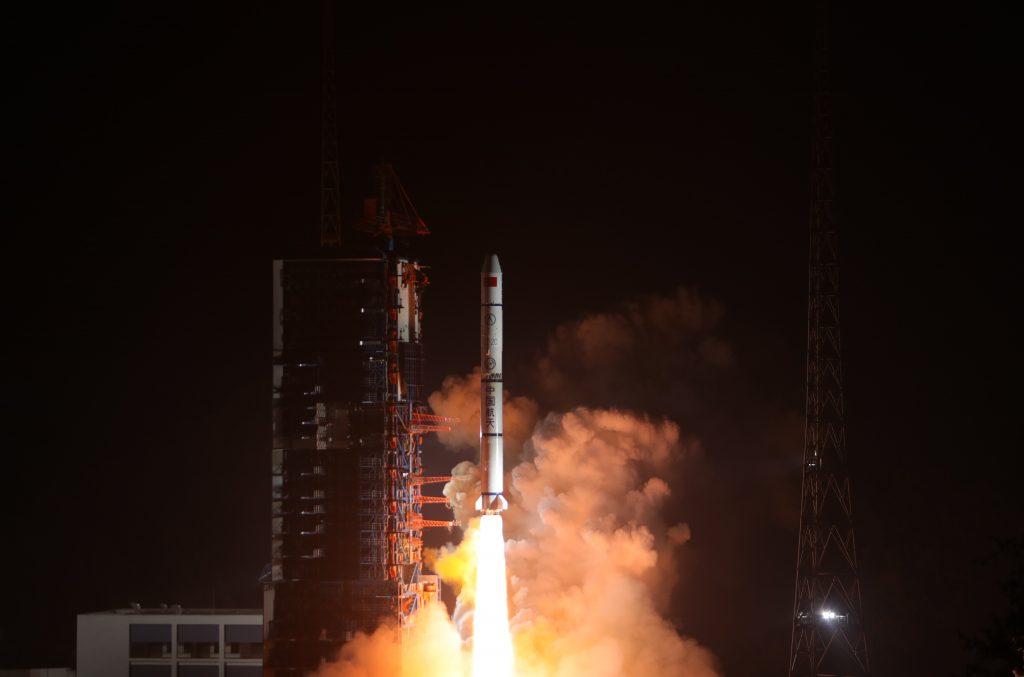 CZ-2C (3x Yaogan-30 03) - 25.12.2017 2017-12-26-La-Chine-lance-le-3e-triplet-de-satellites-militaires-YG-30-06-1024x677