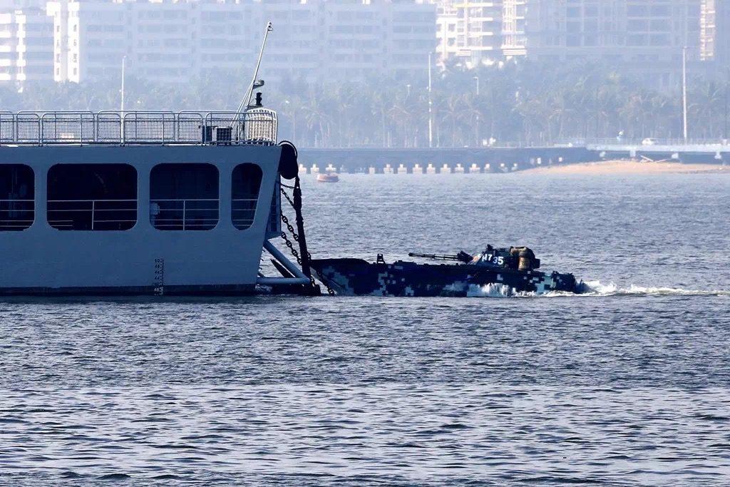 [Information] Conflits dans la Mer de Chine Méridionale - Page 17 2018-01-09-Exercice-amphibie-en-mer-de-Chine-m%C3%A9ridionale-11-1024x683