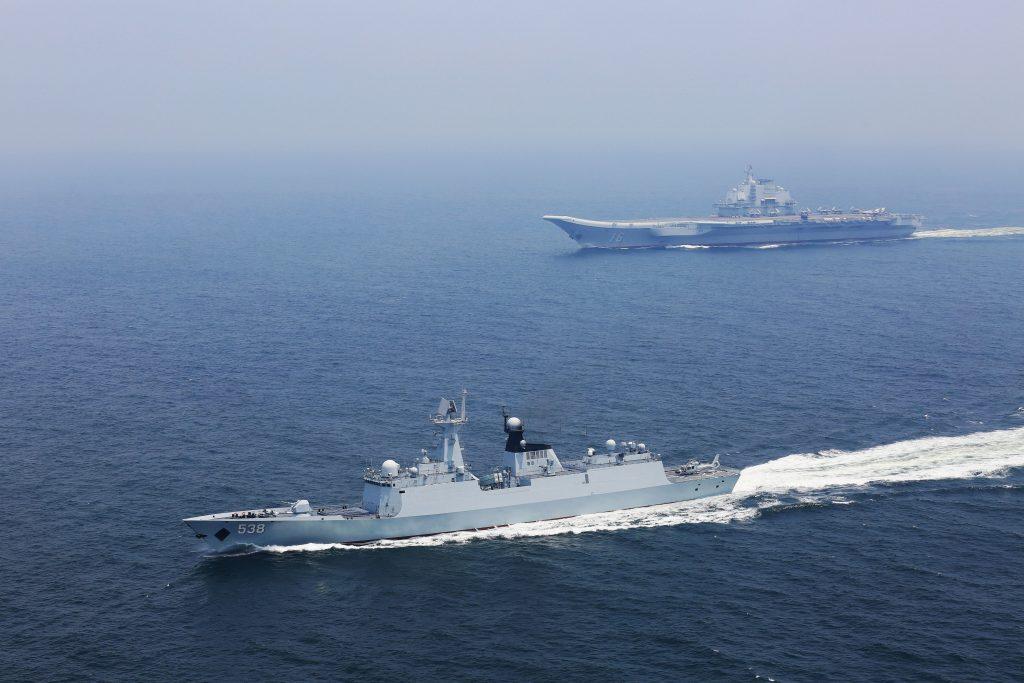 Type 001 (ex Varyag) - Porte-Avions STOBAR - Page 24 2018-03-31-Le-porte-avions-Liaoning-et-40-navires-en-mer-de-Chine-m%C3%A9ridionale-01-1024x683