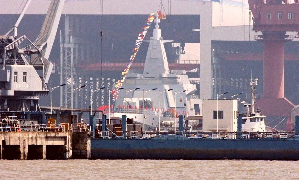 Type 055 - Destroyer - Page 6 2018-05-08-Type-055-Ces-nouveaux-navires-chinois-mis-%C3%A0-leau-en-silence-07-1024x617