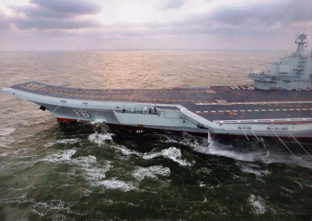 Type 001 (ex Varyag) - Porte-Avions STOBAR - Page 24 2019-01-23-Le-porte-avions-Liaoning-reprend-la-mer-apr%C3%A8s-r%C3%A9novation-02-1024x724