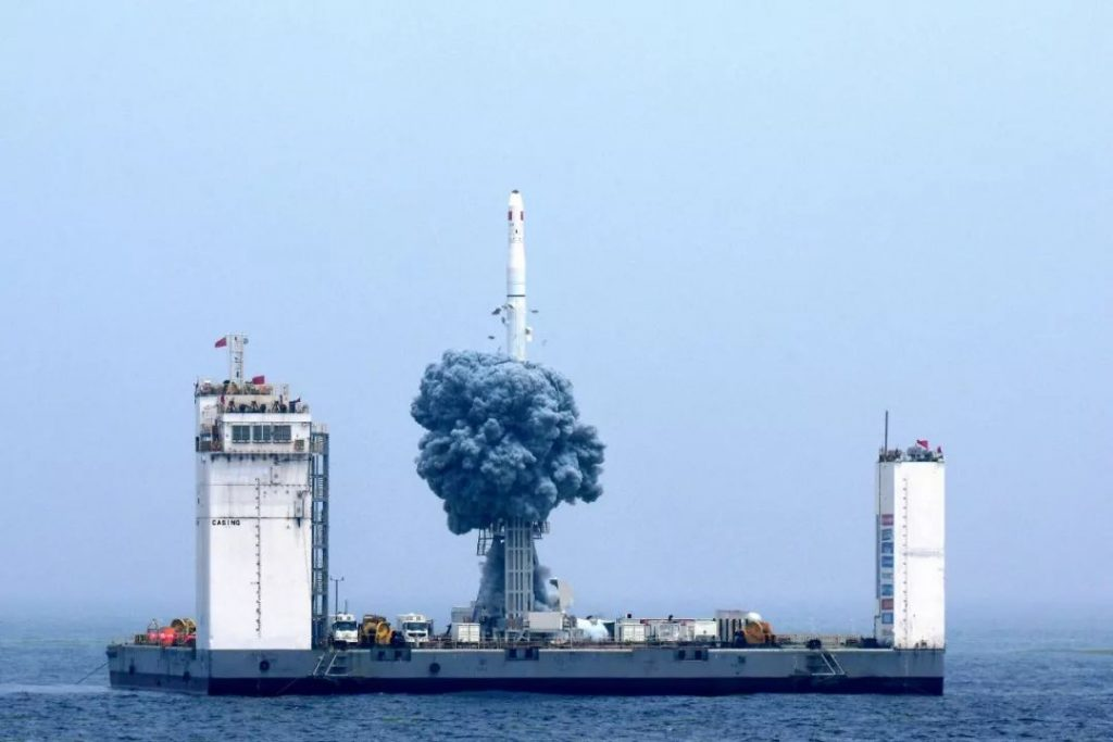 CZ-11 (Jilin 1 11–12 & CAS 6) - Mer jaune - 5.6.2019 - Page 2 2019-06-09-CZ-11-Premier-lancement-orbital-chinois-depuis-la-mer-r%C3%A9ussi-14-1024x683