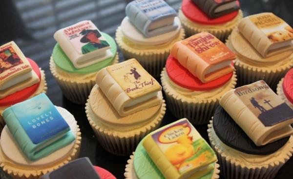 ***Čestitke*** - Page 35 Book-Cupcakes-600x367