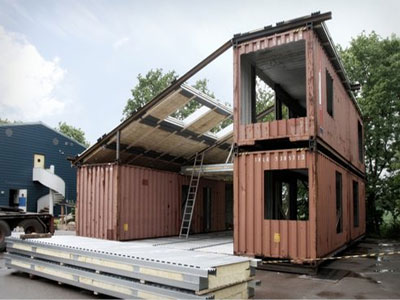 Old shipping containers lend themselves to being recycled and incorporated into new houses Recycled-shipping-container-house2