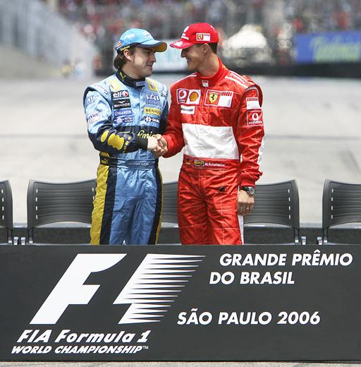 ¿Cuánto mide Michael Schumacher? - Altura - Real height Thumb_ecuatuning.com-actualidad-f1-20061022-gp-brazil-saludo_alonso_shummi