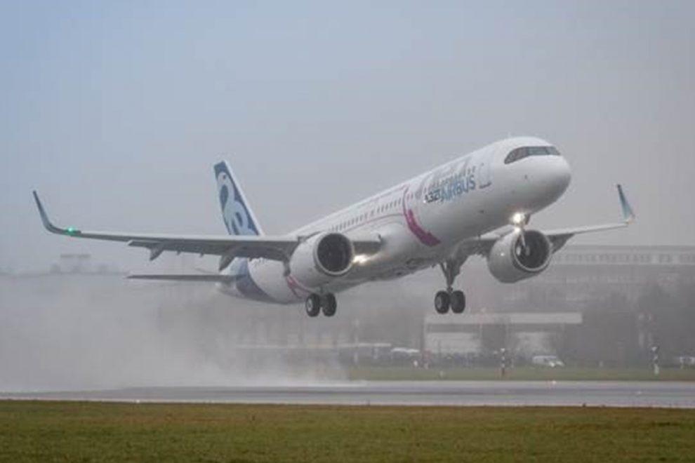 French Civil Aircrafts Airbus_A321LR_Decolagem-990x660