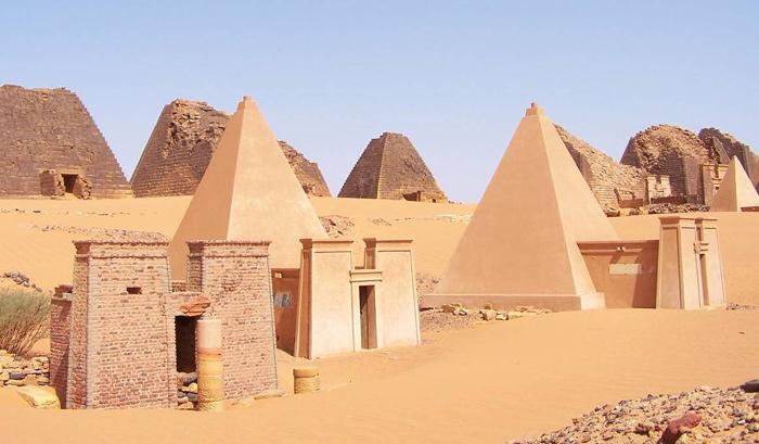 Les pharaons étaient noirs origine des anciens égyptiens Pyramide_meroe_soudan