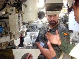Coopération militaire maroco-espagnole - Page 5 61_FOTO-INTERIOR-AMX-10
