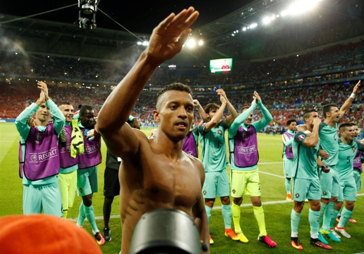 بالصور.. احتفالات صاخبة لنجوم البرتغال بالصعود لنهائي يورو 2016 على حساب ويلز  44