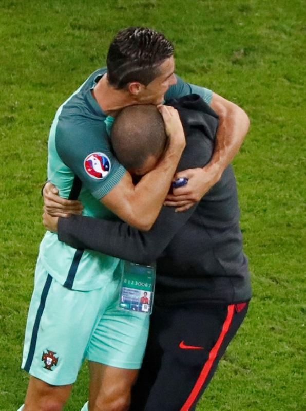 بالصور.. احتفالات صاخبة لنجوم البرتغال بالصعود لنهائي يورو 2016 على حساب ويلز  47