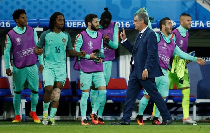 بالصور.. احتفالات صاخبة لنجوم البرتغال بالصعود لنهائي يورو 2016 على حساب ويلز  50