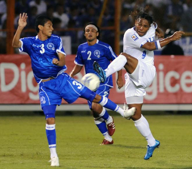 Rumbo a La Copa Mundo 2010: El Salvador 0 Honduras 1. CM10-H-ES0H1-Gozalez-Escobar