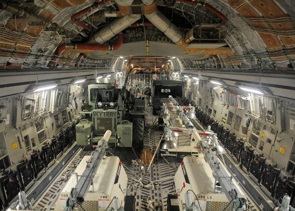الجزائر : تجارب طائرة التزود بالوقود A330 بقاعدة بوفاريك قبل التعاقد عليها  - صفحة 13 C-17%20(1)