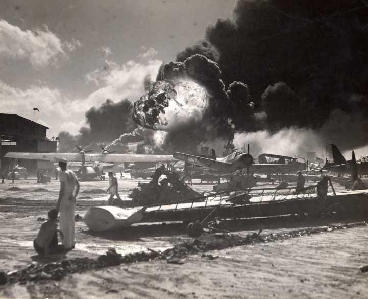 Segunda Guerra Mundial: Ataque a Pearl Harbor Pearl_harbor_008