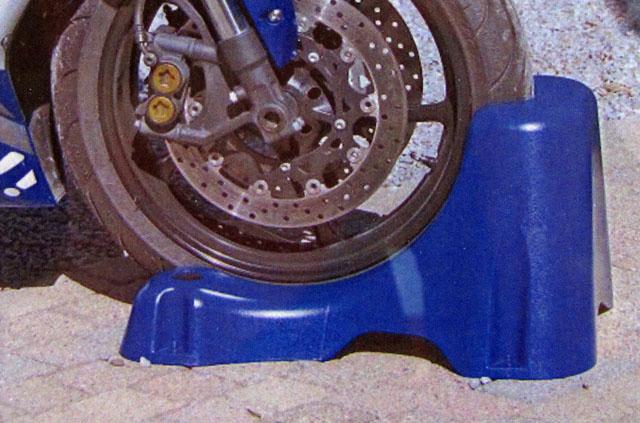-15% pour les membres du Fz6 Ride chez Bigstore Corbeil(91) - Page 2 Alva-concept-biker-easy-stand-jpms-2010