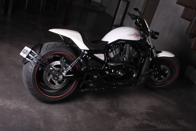 Le Nouveau Lèche Roue Bavette CB1000R - Page 2 Harley-davidson-night-rod-special-yacouba-34-arriere
