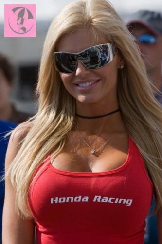 [POUILLE][Bleu]Un petit coin de ciel bleu !! - Page 3 5937-Honda-Racing-Girl