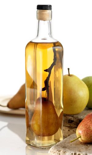 [La saga de l'été]Clafoutines ou flaugnardises, il faudra choisir ton parfum [sérieux s'abstenir  :P ] - Page 3 Pear-in-a-bottle