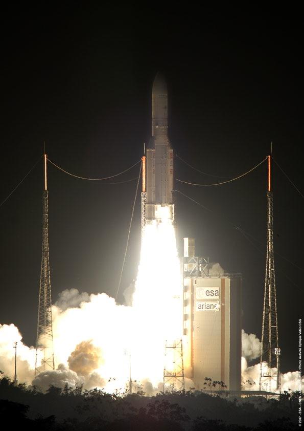 Lancement Ariane 5 ECA :  14 août 2007 - Page 3 V177_Decollage_Toucan_595x842