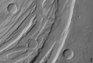 Olympus monns 2_Acheron_Fossae_horsts_and_grabens_black_white_medium