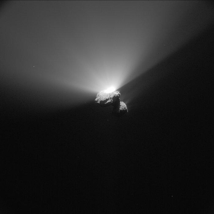 [Sujet unique] 2014: Philae: le robot de la sonde Rosetta sur la comète Tchourioumov-Guérassimenko - Page 11 Comet_on_22_August_2015_NavCam_node_full_image_2