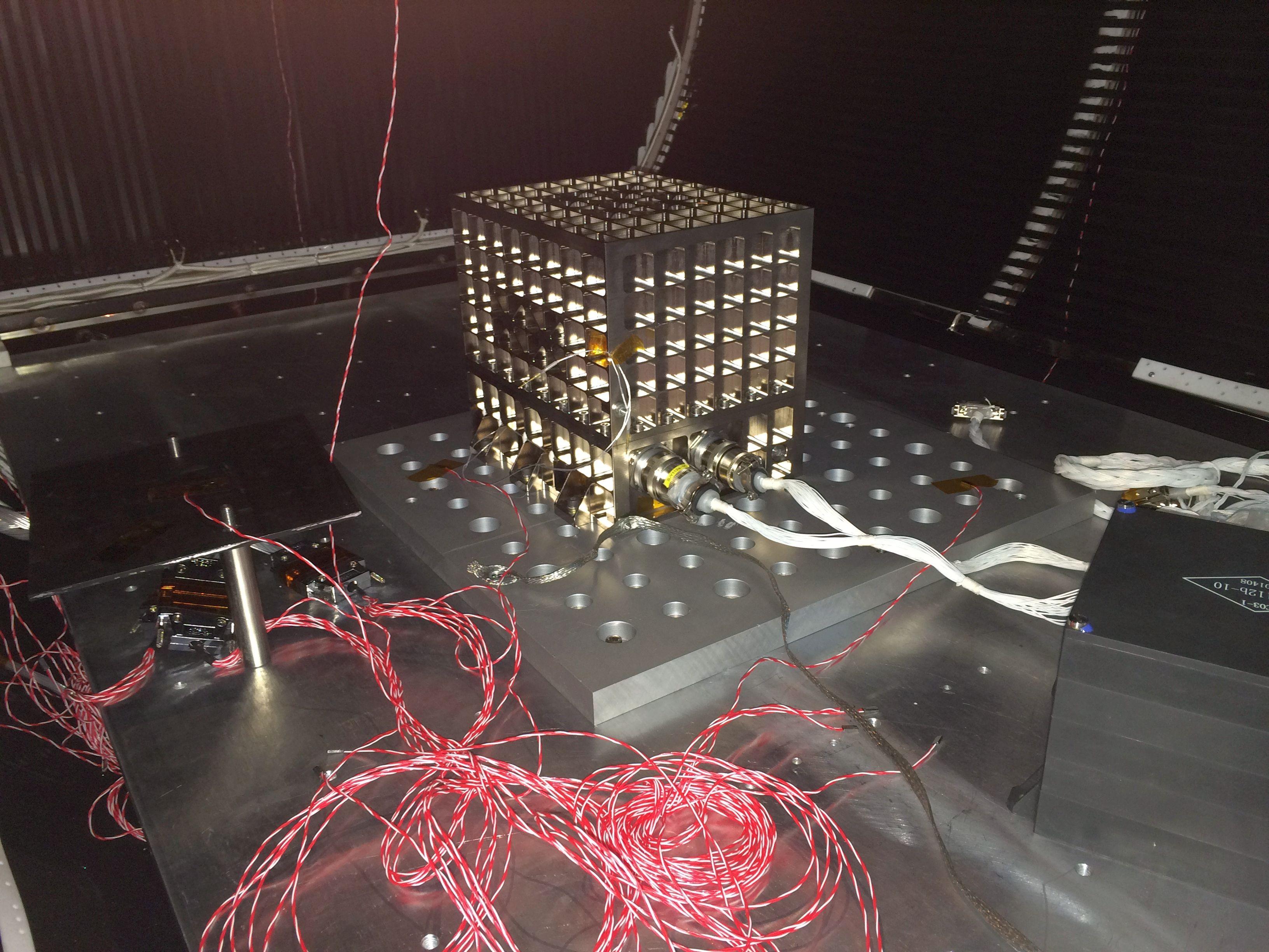 CZ-2D (SJ-10) - JSLC - 6.4.2016 Crude_oil_experiment_thermal-vacuum_testing