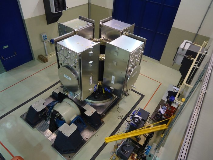 Galileo - Le système de positionnement européen  - Page 15 Four-satellite_Galileo_dispenser_node_full_image_2