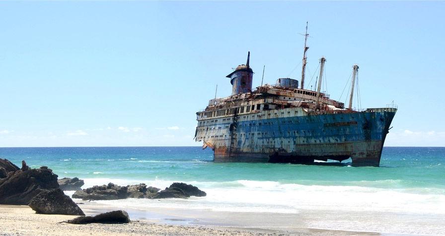 Los lugares abandonados más espectaculares de España American-Star-varado-en-la-Playa-de-Garcey-5