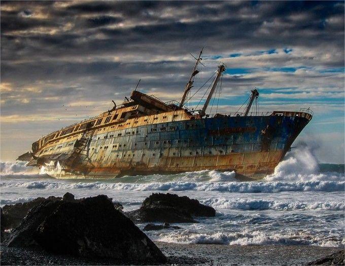 Los lugares abandonados más espectaculares de España American-star-varado-en-la-Playa-de-Garcey-2-680x525