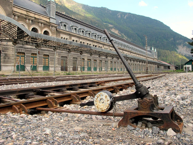 Los lugares abandonados más espectaculares de España Canfranc-2