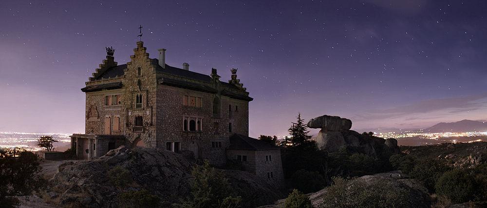 Los lugares abandonados más espectaculares de España El-Canto-del-Pico-2