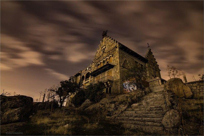 Los lugares abandonados más espectaculares de España El-Canto-del-Pico-6