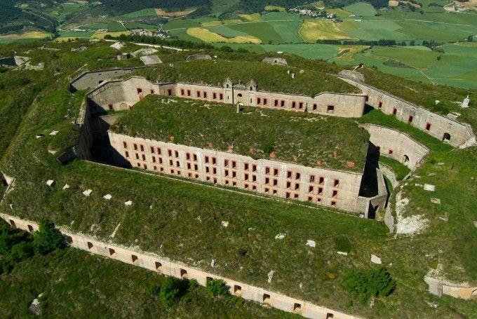Los lugares abandonados más espectaculares de España Fuerte-de-San-Crist%C3%B3bal-680x455