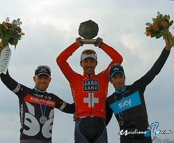 PARIS ROUBAIX !!!!!   la mítica carrera sobre los adoquines del Norte franceses ! Paris_roubaix_podio_2010_sirotti