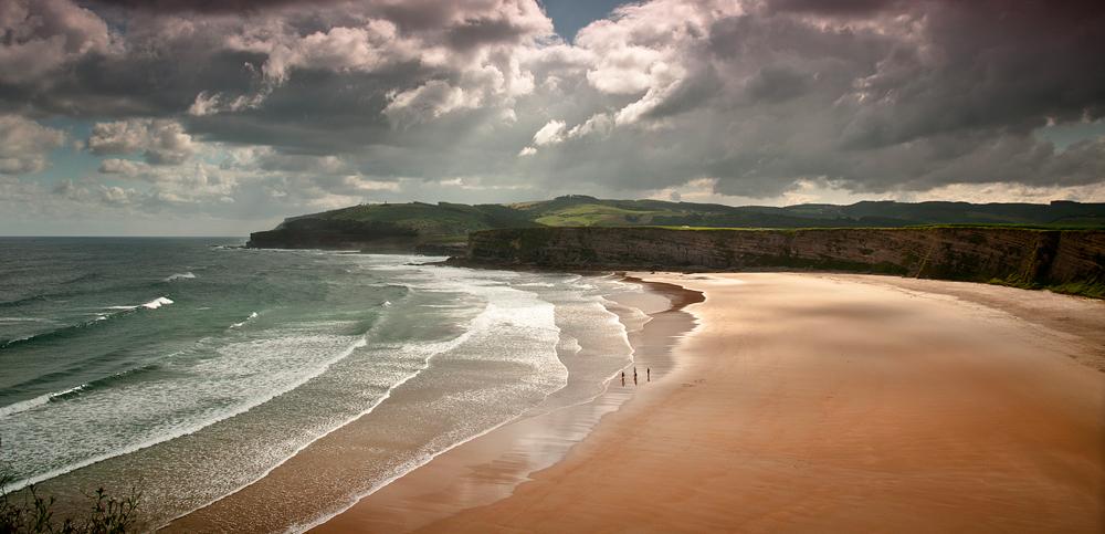 Cantabria. Sitios molones. - Página 3 Hacer-surf-en-la-playa-de-Langre