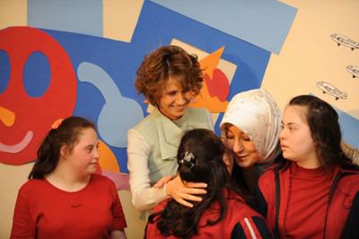 السيدة أسماء الأسد والسيدة خير النساء غل تزوران مدرسة عصافير الجنة لتأهيل الأطفال المعوقين ذهنياً 093451_2009_05_16_09_47_35.image1