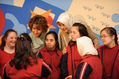 السيدة أسماء الأسد والسيدة خير النساء غل تزوران مدرسة عصافير الجنة لتأهيل الأطفال المعوقين ذهنياً 093451_2009_05_16_09_47_35.image2
