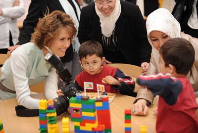 السيدة أسماء الأسد والسيدة خير النساء غل تزوران مدرسة عصافير الجنة لتأهيل الأطفال المعوقين ذهنياً 093451_2009_05_16_09_47_35